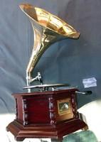 Szép gramofon, működik, mechanikus felhúzós!