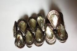 Ezüstszínű pávaszemes karkötő