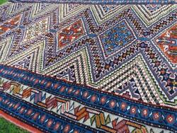 Iráni kézi csomózású szőnyeg 371 x 90 cm