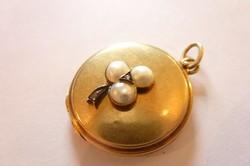 Szecessziós 585 14 karátos kinyitható, fényképtartó arany medál gyémánt és gyöngy lóhere díszítéssel
