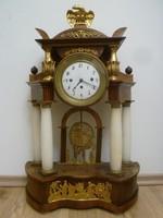Különleges,negyedütős,alabástrom oszlopos empír óra