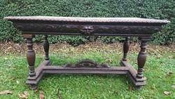 Nagyméretű neoreneszánsz asztal