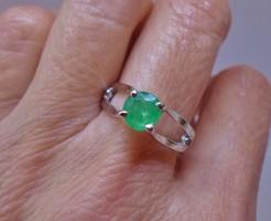 Szépséges valódi smaragdköves ezüstgyűrű
