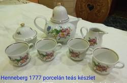 Henneberg 1777 porcelán virágmintás teás készlet, hiányos