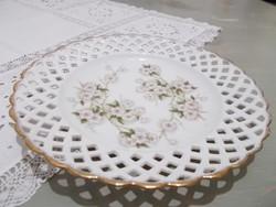 Csipkés szélű  gyönyörű porcelán  tányér