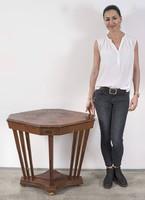 Nyolcszögű art deco asztal