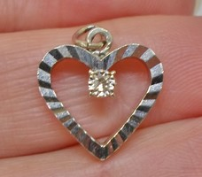 Szépséges /brilles 14kt fehér arany szív medál