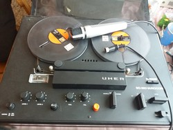 Uher sg 520 variocord+ egy Uher mikrofon.