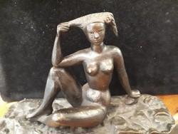 Bronz női akt Napozó női akt bronz szobor kisplasztika