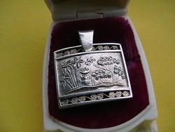Kalapált ezüst medál 'PAGODA'