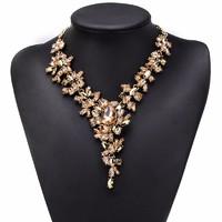 Romantikus arany színű köves nyakék, nyaklánc