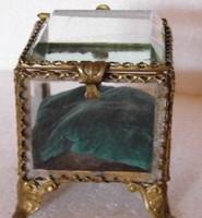 Antik ékszertartó ,metszett üveg tetővel