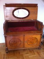 Eladó régi, átalakított mosakodó szekrény rézberakásokkal, belső bársonyborítással!