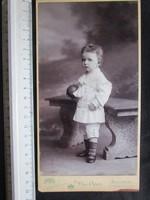 FOTÓ FOTÓGRÁFIA FÉNYKÉP JELZETT VITANGE KÉP FISFIÚ FIÚ GYERMEK BUDAPEST cca 1890