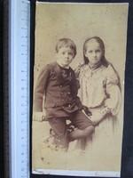 FOTÓ FOTÓGRÁFIA FÉNYKÉP JELZETT VITANGE GYERMEK TESTVÉR PÁR FIÚ + LÁNY NAGYVÁRAD cca 1890