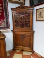 Faragott barokk sarok vitrin
