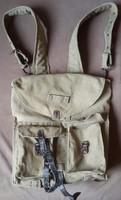 Katonai hátizsák, füstmentes és háziállat mentes környezetből a hátizsák mérete:27cmX27cmX10cml.