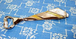 Ezüstözött, nagyméretű, nyakkendő alakú sörnyitó és üvegzáró