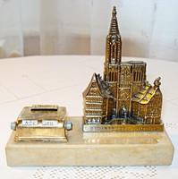 Francia, Strassbourgi katedrálist ábrázoló asztali naptár