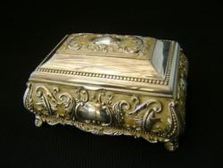 Meseszép, ezüstözött, vintage, dombormintás, bársony béléses ékszerdoboz vagy egyéb dobozka
