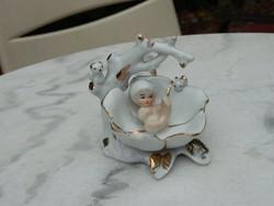 Nápolyi jelzett porcelán szobor : kisded levélen -hüvelyk Panni