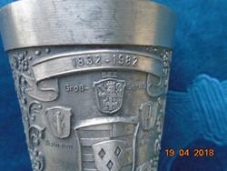 Dombormintás kézzel gravírozott pohár-95% ón-Stuttgart