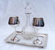 Antik kristálybetétes ezüstözött tálca, rajta két ezüstözött kehely és egy kristálypalack készletben
