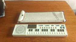 Retro Casio VL-TONE VL-1 kis szintetizátor