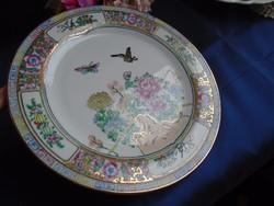 Kézi festésű, gazdagon aranyozott kinai tányér.