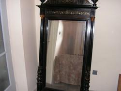 Gyöngyház berakásokkal díszített tükör, konzollal.