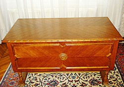 Térbe állítható tölgyfa íróasztal