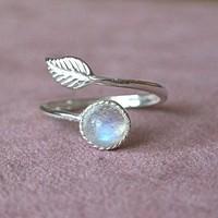 KIÁRUSÍTÁS! 925-s töltött ezüst állítható méretű gyűrű, szivárványos holdkővel