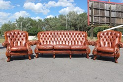 Gyönyörű,antik konyak színű, Chesterfield, barokk stílusú, valódi bőr ülőgarnitúra 3-1-1!
