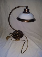 REZ ASZTALI LAMPA