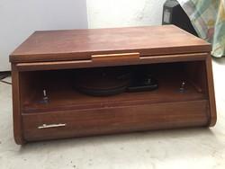 Régi lemezjátszó hibátlan 1960-as évekből