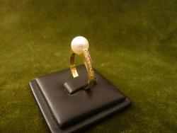 Gyöngyös - brilles modern arany gyűrű