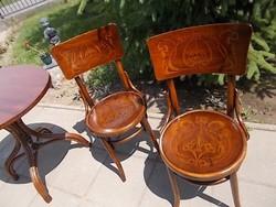 Két  régi  nyomott  szék