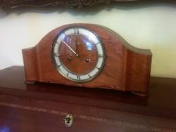 Junghans kandalló, bútor óra.