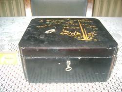 Régi, zárható lakk doboz