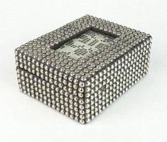 0R530 Fém gyöngyökkel kirakott fadoboz