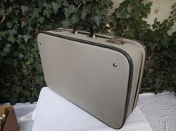 Kemény anyagból készült bőrönd, bármilyen kreatív célra alkalmas 60 x 40 x 16 cm