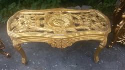 Barokk stilusú dohányzóasztal.