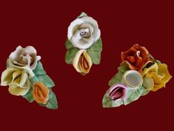 3 db Aquincumi porcelán rózsa: hármas, kettes és hármas gyertyatartóval