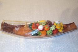 Bontatlan KÉZIMUNKA   fa csónak - kerámia gyümölcsökkel 27 x 7 x 7 cm