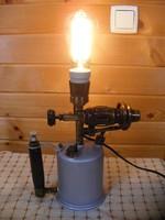 Steampunk, Loft Design, benzinlámpából készült asztali lámpa