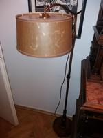 Csuda formás állólámpa, fa talpazat, réz szár, szép búra, kb.140 cm magas