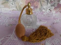 Gyönyörű parfümös üveg.