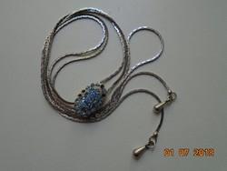 Kék köves kis medál ezüstözött lánccal