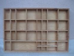 Miniatűr díszeknek fali polc 60 x 40 x 5 cm.