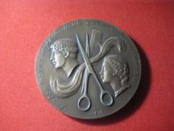 A római frizura művészete / nemzreközi fodrász verseny díja , szép állapot 68x 5 mm
